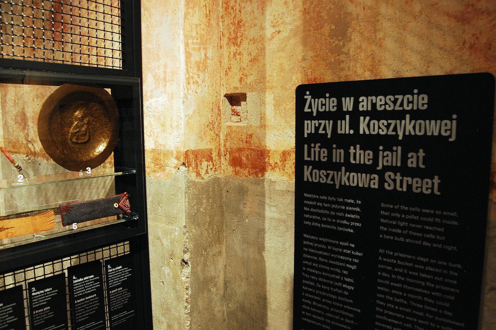 Pamiątki po osadzonych w areszcie przy ul. Koszykowej