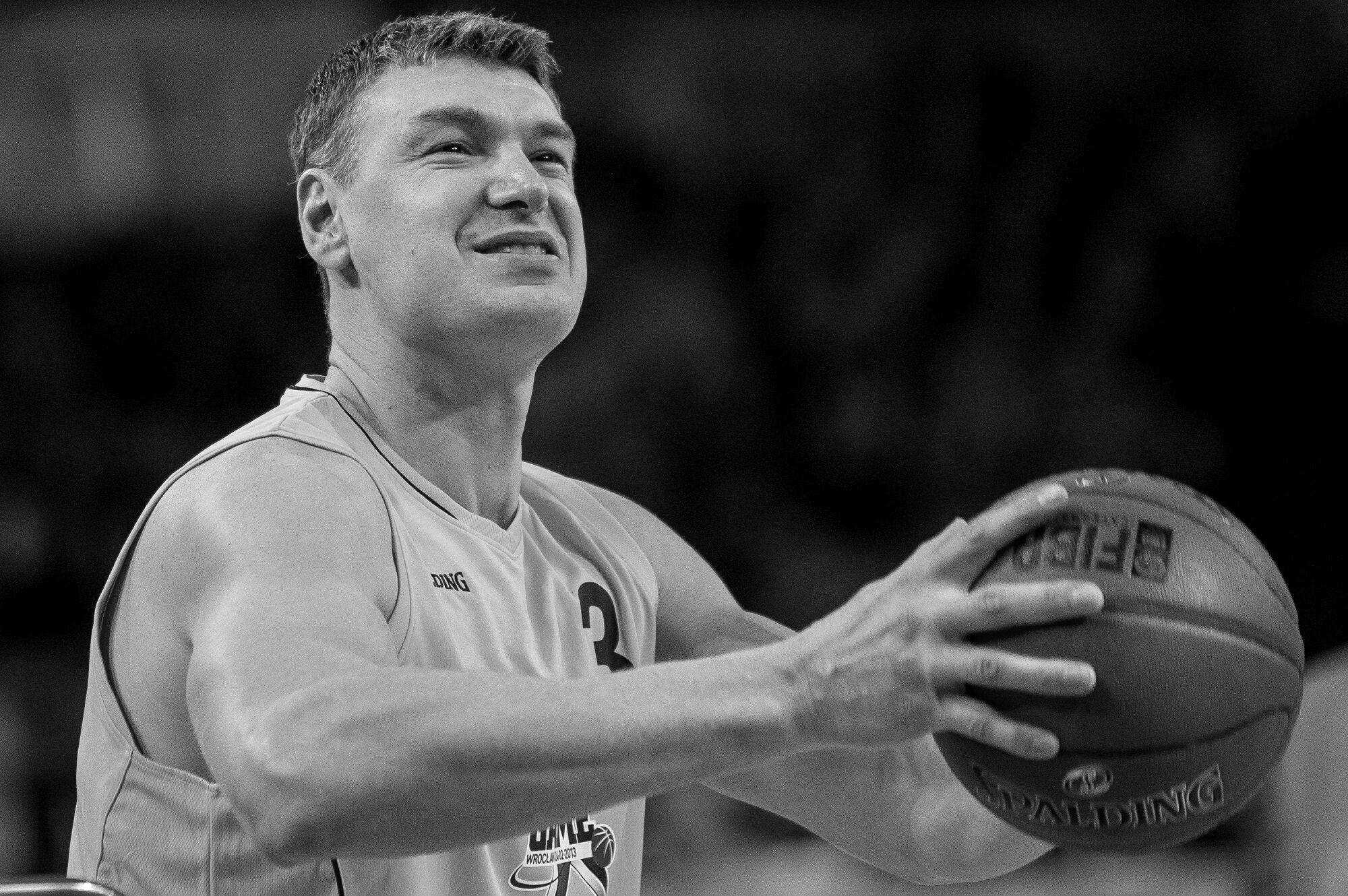 Adam Wójcik – legendarny polski koszykarz. Ośmiokrotny mistrz Polski, czternastokrotny medalista mistrzostw Polski, zdobywca 17 718 punktów w Polskiej Lidze Koszykówki. Zmarł 26 sierpnia 2017 r.